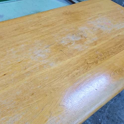 テーブルや机の傷・色あせ・汚れ・焦げあと・塗装の剥げなどを修理